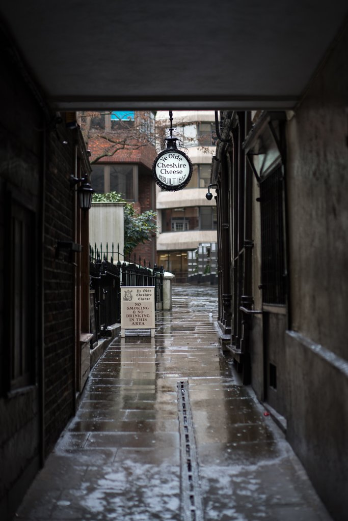 Ye Olde Cheshire Cheese—located down a nondescript alleyway
